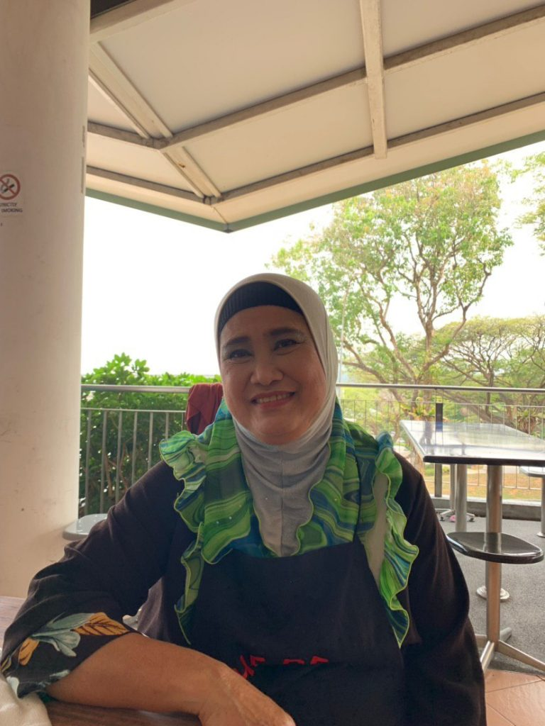 Umi Kalsom, Muslim stall owner